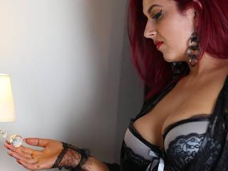 MistressGiulia - Sexy live show with sex cam on XloveCam®