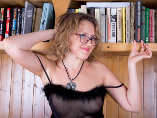 SquirtingLady - Sexy live show with sex cam on XloveCam