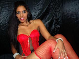 Gyinna - Sexy live show with sex cam on XloveCam