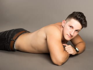 LukasPowell - Sexy live show with sex cam on XloveCam®