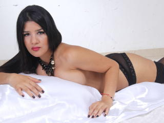 KourtneyDesire - Sexy live show with sex cam on XloveCam