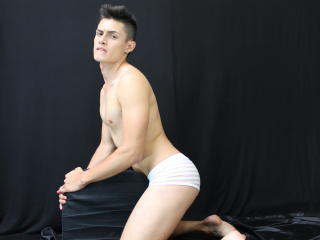 KevinLondon - Sexy live show with sex cam on XloveCam®