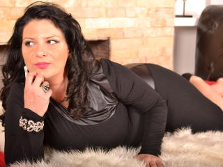 CurvyBella - Sexy live show with sex cam on XloveCam