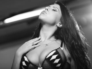 OneSexyCourtney - Sexy show e live webcam di sesso in diretta su XloveCam®