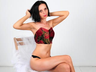 SexyFlora - Sexy live show with sex cam on XloveCam