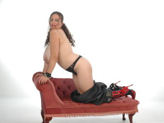 BustyDeniseD - Sexy live show with sex cam on XloveCam®