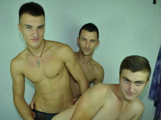 KevyVsRobyVsAlex - Sexy live show with sex cam on XloveCam