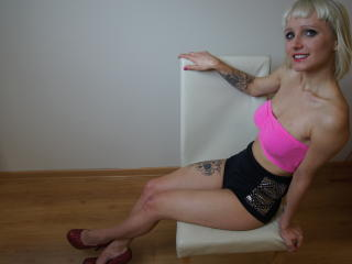 AlisonSUGAR - Sexy live show with sex cam on XloveCam®