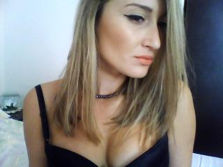 LovelySaraX - Sexy live show with sex cam on XloveCam®