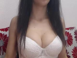 Yselia - Sexy live show with sex cam on XloveCam®