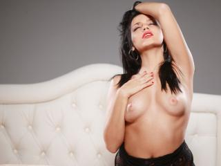 OnePrettyBunny - Sexy live show with sex cam on XloveCam®