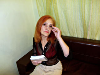MatureInBed - Sexy live show with sex cam on XloveCam®