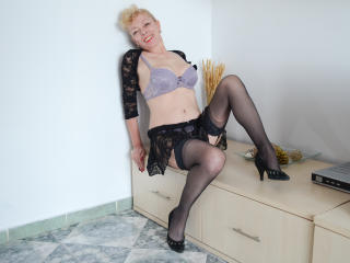 KarinaJones - Sexy live show with sex cam on XloveCam