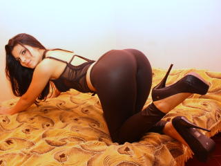 DolceBella - Sexy live show with sex cam on XloveCam®