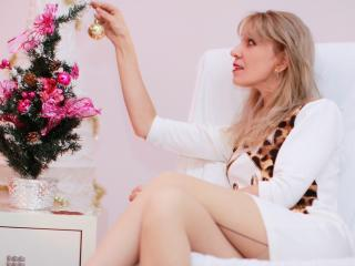 HornySlimBlonde - Sexy live show with sex cam on XloveCam®