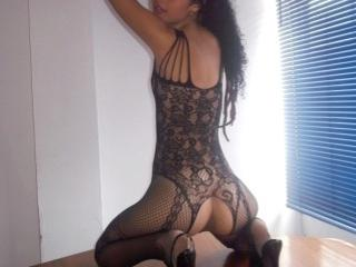 YeuxMiranda - Sexy live show with sex cam on XloveCam