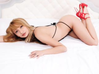 ChrisaHot - Sexy live show with sex cam on XloveCam®