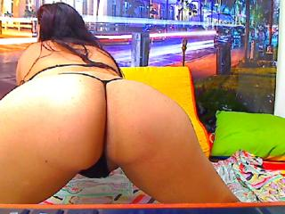 ErikaHorrny - Sexy live show with sex cam on XloveCam®