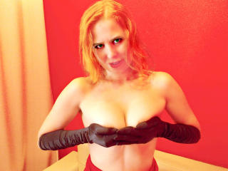 RedHeadLuv - Sexy live show with sex cam on XloveCam