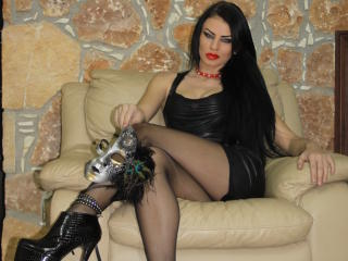 QueenLora - Sexy live show with sex cam on XloveCam®