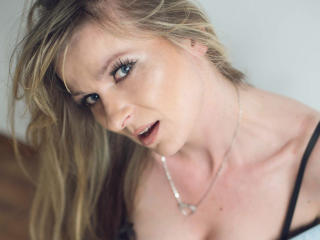 TessXsexy - Sexy live show with sex cam on XloveCam®
