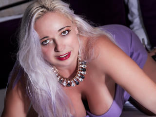 MilfySophie - Sexy live show with sex cam on XloveCam®