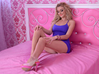 MedeeaMoore - Show sexy et webcam hard sex en direct sur XloveCam®