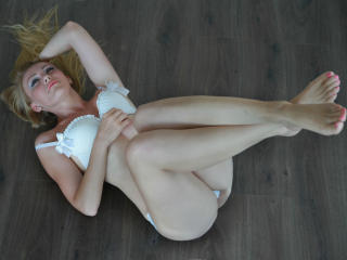 JulieFountaine - Sexy live show with sex cam on XloveCam®