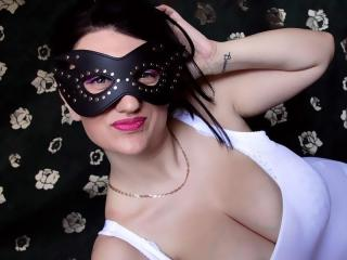 LarraBoobs - Sexy live show with sex cam on XloveCam®