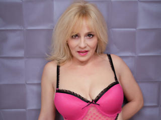 EmilyLowe - Sexy live show with sex cam on XloveCam®