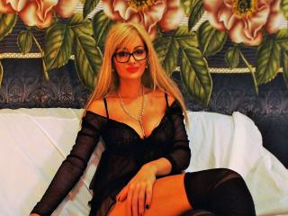 HotJullie - Sexy live show with sex cam on XloveCam®