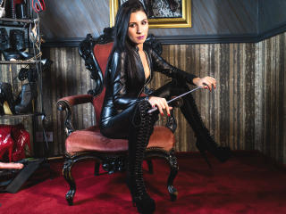 MaitresseAdrianne - Sexy live show with sex cam on XloveCam®