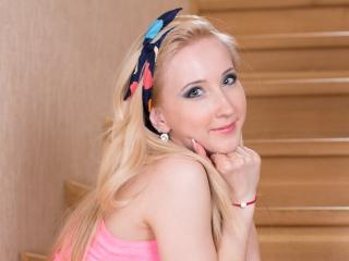FrancescaHottyX - Sexy live show with sex cam on XloveCam®