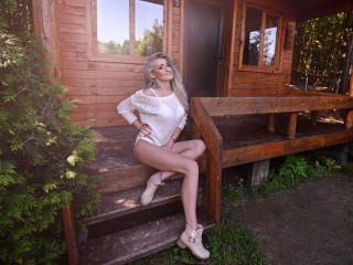 MedeeaMoore - Sexy live show with sex cam on XloveCam®