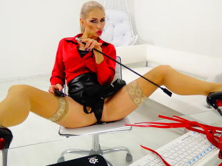 LouisaCream - Sexy live show with sex cam on XloveCam®