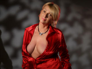 HotBlondeLadyX - Sexy live show with sex cam on XloveCam®