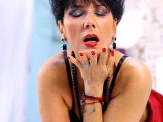 MeganMilf - Sexy live show with sex cam on XloveCam
