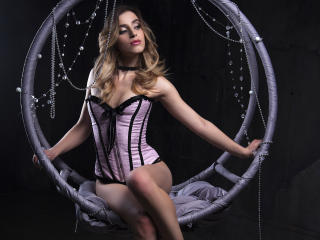 AmandineW - Sexy live show with sex cam on XloveCam®