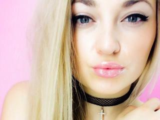 KateW - Sexy live show with sex cam on XloveCam®