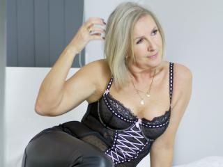 EricaXKiss - Sexy live show with sex cam on XloveCam