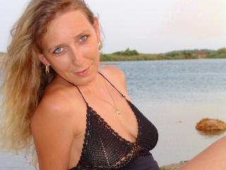 Betina - Show sexy et webcam hard sex en direct sur XloveCam®