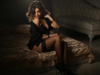SweetChiara - Sexy live show with sex cam on XloveCam®