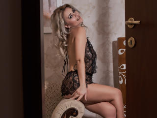 BlondeAshllye - Sexy live show with sex cam on XloveCam®