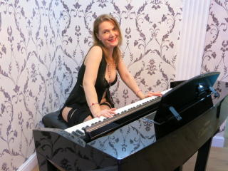 MaturePussy - Sexy live show with sex cam on XloveCam®