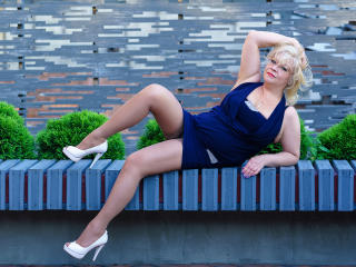 MadamBlond - Sexy live show with sex cam on XloveCam®