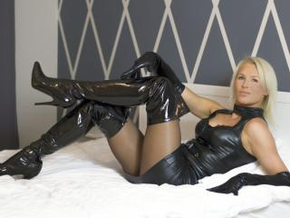 HotSexyNiki - Sexy live show with sex cam on XloveCam®