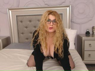 OneHotSexySandra - Sexy live show with sex cam on XloveCam®