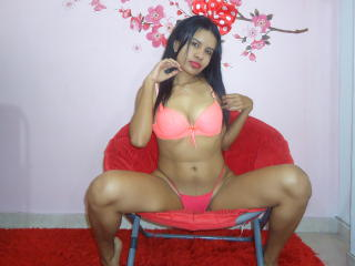 MiaLeony - Sexy live show with sex cam on XloveCam®
