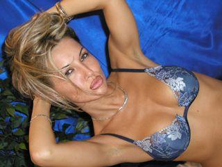 Solange Hot - Sexy live show with sex cam on XloveCam