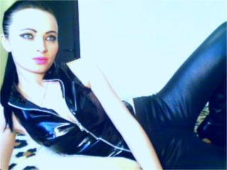 DouceAndra - Sexy live show with sex cam on XloveCam®
